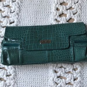 Unlisted Kennet Cole clutch